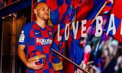 Barcelona'nın yeni transferi sosyal medyada alay konusu oldu.