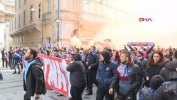 Trabzonspor taraftarı Beşiktaş maçı için Taksim'de toplandı!