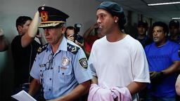 Hapishane günlüğü: Ronaldinho ayak voleybolu oynuyor...