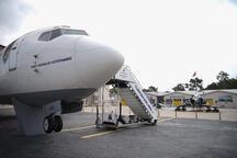 Okul bahçesinde yolcu ve savaş uçağı!