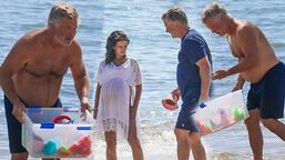 Alec Baldwin denizden oyuncak topladı!
