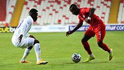 Sivas'ta 2 gol sesi! Rize seriye bağladı...