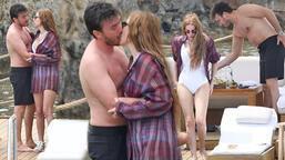 Mustafa Ceceli ile Selin İmer tatilde aşka geldi!