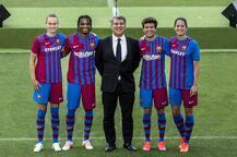 Barcelona, yeni sezonda giyeceği formayı tanıttı