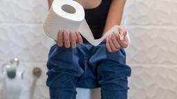 Cep telefonuyla tuvalette geçirilen zaman bu hastalığa neden oluyor!