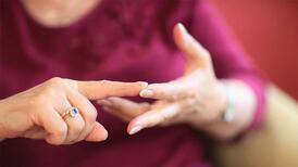 Alzheimer'ı unutkanlıktan ayıran 4 önemli fark