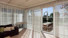 Asla modası geçmeyen pencere dekorasyonu: Jaluzi