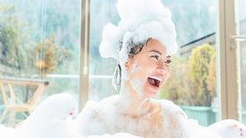 Güzel bir cilde sahip olmak için nasıl duş alınır?