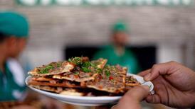 Meşe odununda pişiyor! Konya'nın meşhur lezzeti: Etli ekmek