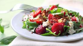 Çilekli semizotu salatası tarifi - Çilekli semizotu salatası nasıl yapılır?