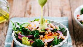 Cildi ışıl ışıl parlatan vitamin dolu salata tarifi