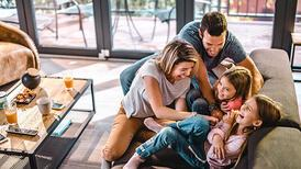 Mutlu bir çocuk yetiştirmek isteyen aileler nelere dikkat etmeli?