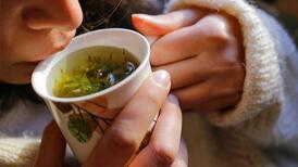 Kışın severek tüketilen 10 bitki çayı hakkında çok önemli uyarılar