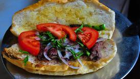 300 yıllık lezzet Manisa kebabı ekmek arasına girdi
