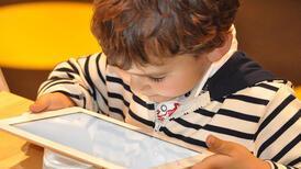 Ekran sürelerini kısıtlayın! Migren çocuk sağlığını da etkiliyor