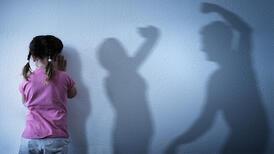 Şiddet görerek büyümek bir anneyi nasıl etkiler?