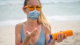 Maske kullanırken neden yüzümüze güneş koruyucu sürmeliyiz?