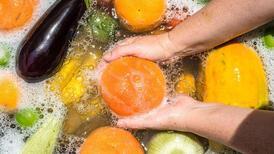 Meyve ve sebzelerdeki tarım ilacı kalıntılarından nasıl kurtuluruz?