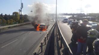 Haliç Köprüsü girişinde otomobil yandı! Trafik felç oldu...