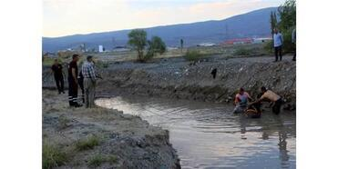 Sulama Kanalına Düşen Atı İtfaiye Kurtardı
