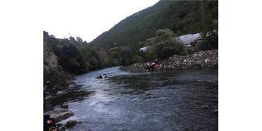 Nehre Düşen Hafif Ticari Aracın Sürücüsü Öldü, 3 Kişi Yaralandı
