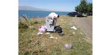 Hassas Alan Olarak İlan Edilen Çıldır Gölü Çevresi Çöplüğe Döndü