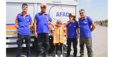 10 Yaşındaki Naz Ödev İçin Deprem Tatbikatı Yaptı, Afad'la Enkaza Girdi