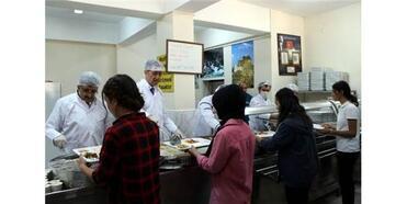 Bakan Selçuk, Pilot İl Seçilen Van'da Öğrencilere Yemek Dağıttı