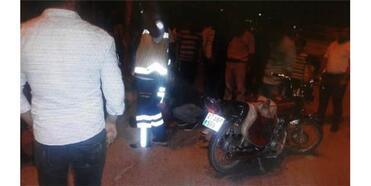 Kamyonet İle Motosiklet Çarpıştı:2 Yaralı