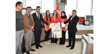 Başkan Beyoğlu'ndan Başarılı Sporculara Kutlama