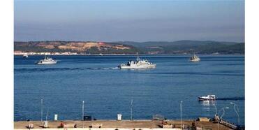 Tatbikat İçin Gelen Nato Gemileri, Çanakkale Boğazı'nı Hareketlendirdi
