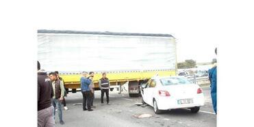 Otomobille Tır'ın Çarpıştığı Kazada 5 Kişi Yaralandı