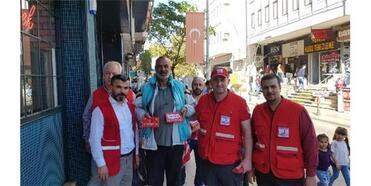 Kızılay, Çorlu'da Esnaflara Türk Bayrağı Dağıttı