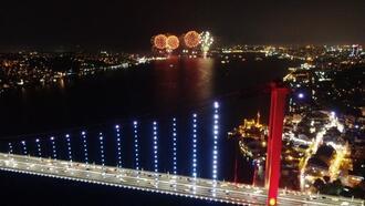 Cumhuriyet Bayramı'nda Boğaz'da görsel şölen