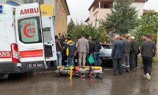 Ambulans otomobille çarpıştı: 4 yaralı