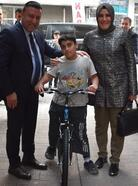Beyoğlu'ndan fidan diken çocuklara bisiklet