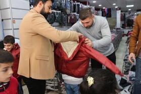 Batmanlı çocuklara kıyafet yardımı