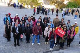 Kapadokya'da yabancı turistlerden Ata'ya saygı