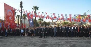 Kuşadası Atatürk'ü andı