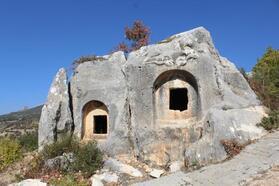 Karaman'daki 'İkizin Kaya Mezarlığı'na yoğun ilgi