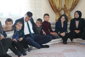 Yüksekova'da öğretmenler, 2 günde 30 bin aileyi ziyaret etti