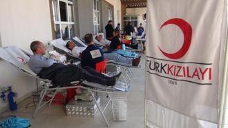 Midyat'ta öğrenciler, velileriyle birlikte kan bağışladı