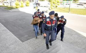 4 bin liralık içki çalan 3 kişi tutuklandı