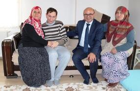 Altınova Belediye Başkanı Oral, engelli vatandaşları evlerinde ziyaret etti