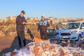 Karacabey Belediyesi'nden molozla mücadele