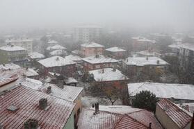 Kırşehir'in ilçelerinde kar yağışı