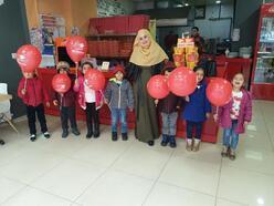 Köy öğretmeninden öğrencilerine sinema sürprizi