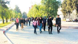 Ege Üniversitesi öğrencileri mutlu