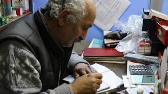 Zonguldak'ta bakkala giden hayırsever 3 kişinin borcunu ödedi!