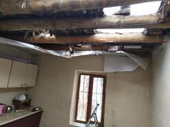 Hakkari'de 6 kişinin yaşadığı evin damı kısmen çöktü